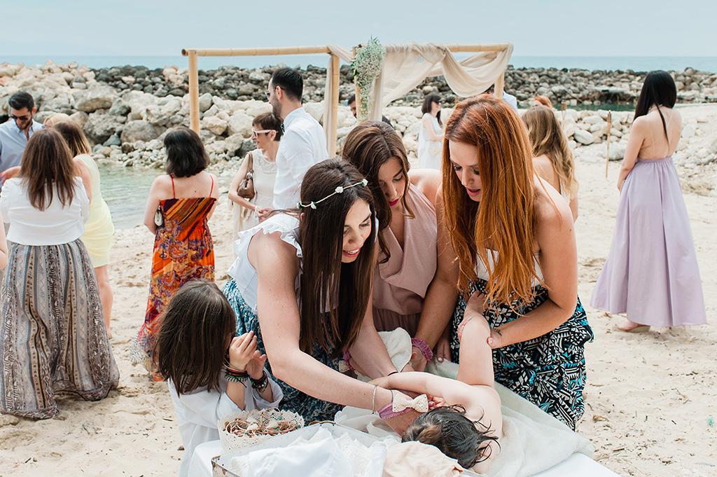 βάπτιση στη θάλασσα, Baby Christenning Baptism on the Beach, george kostopoulos wedding photography, Φωτογράφιση Βάπτισης στην Θάλασσα στην Κεφαλονιά