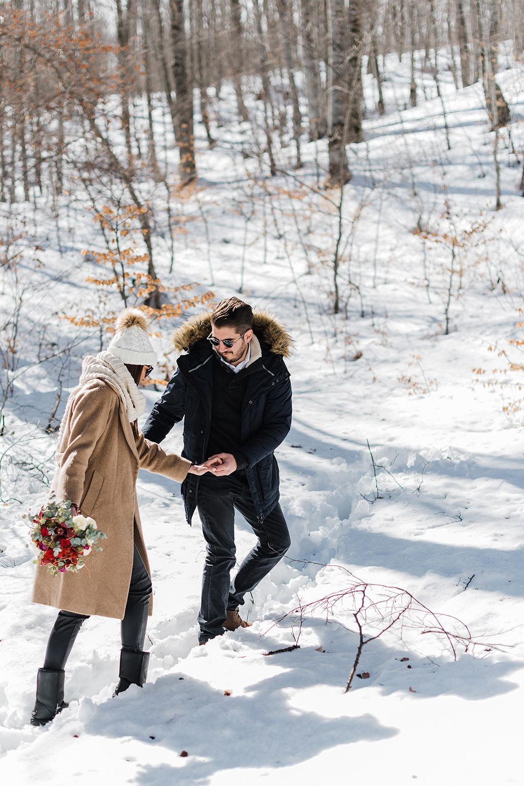 Engagement in the snow fields, Prewedding φωτογράφιση στα χιόνια, μια υπέροχη εμπειρία για το ζευγάρι, George Kostopoulos Fine Art Wedding Photography