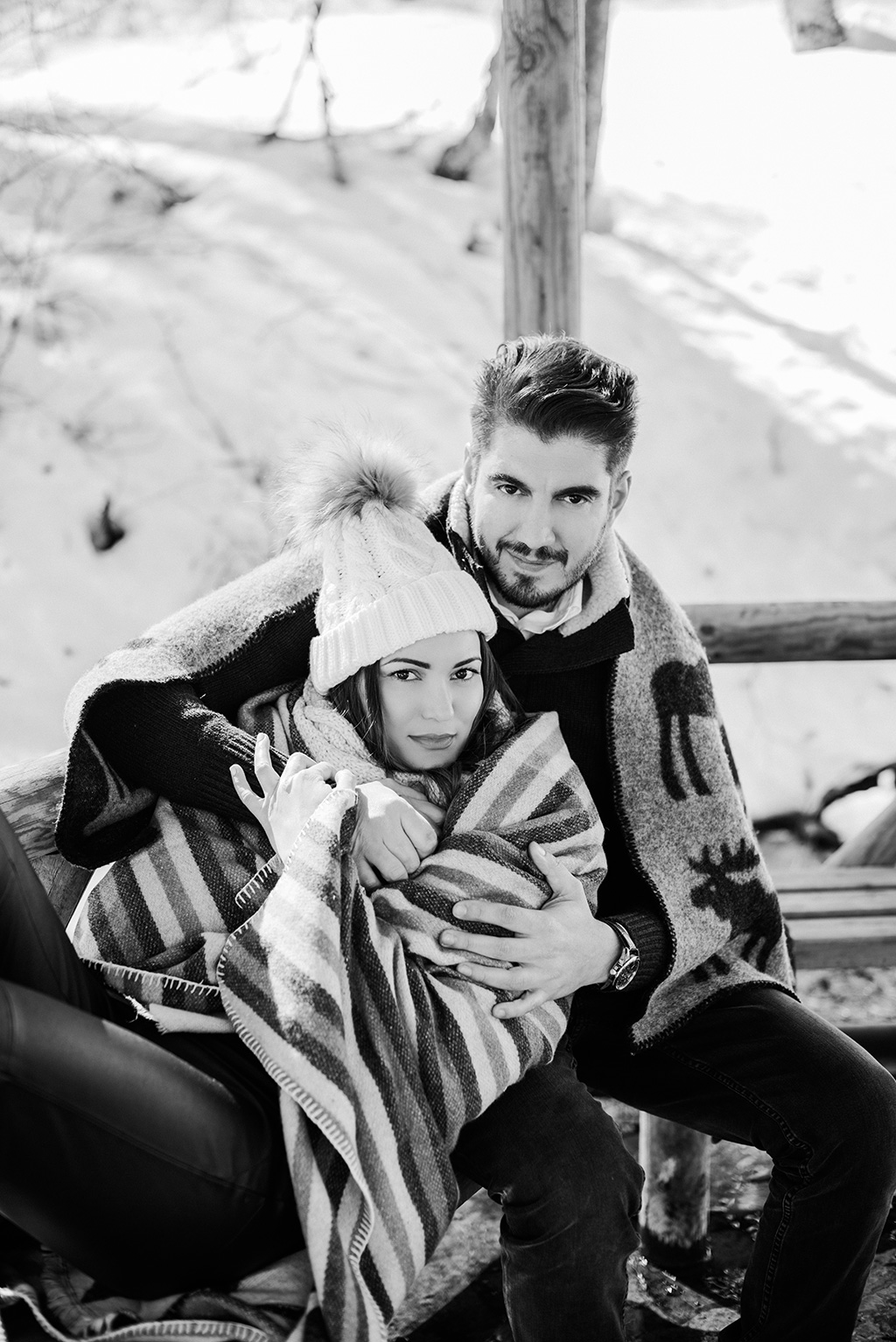 Black and white portrait during alpine engagement photoshoot, Prewedding φωτογράφιση στα χιόνια, μια υπέροχη, George Kostopoulos Fine Art Wedding Photography