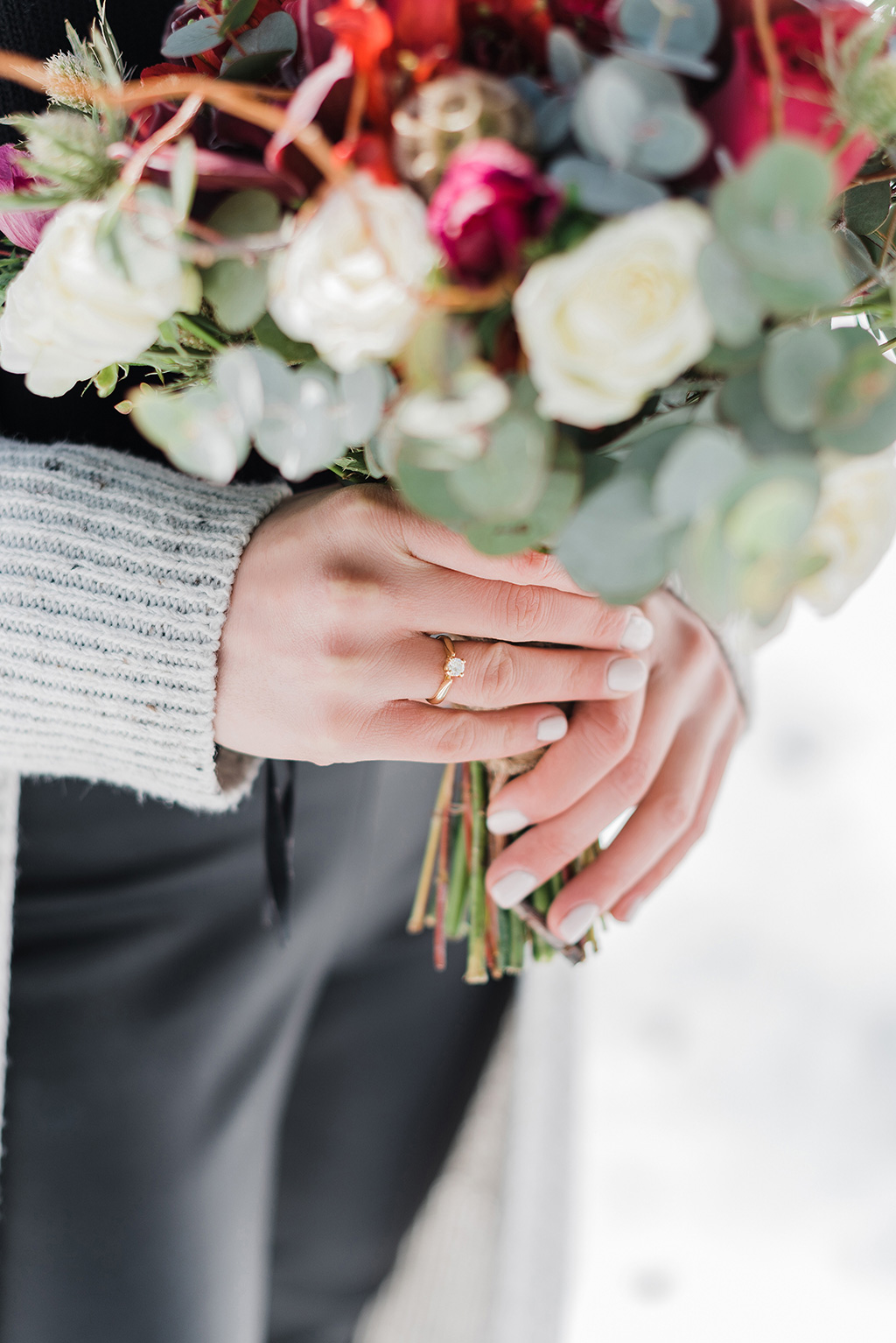 Prewedding φωτογράφιση στα χιόνια, δακτυλίδι αρραβώνων, George Kostopoulos Fine Art Wedding Photography