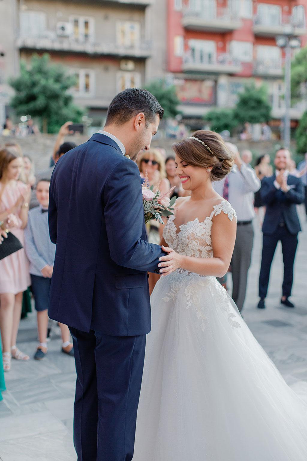 Η πρώτη συνάντηση του γαμπρού με την νύφη, the first look for the groom and bride