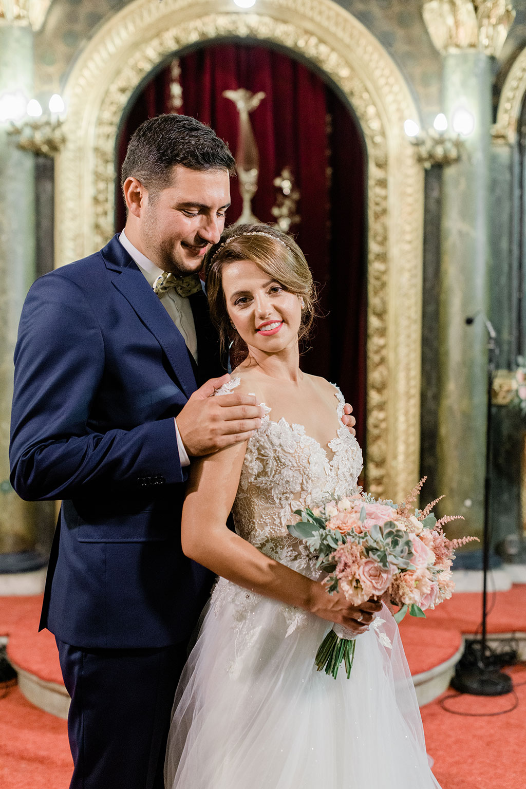 A sweet portrait for my couple in an elegant wedding in thessaloniki