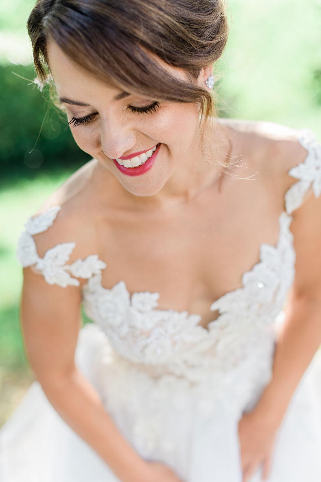 Μια χαμογελαστή νύφη από Φωτογράφιση γάμου στην Θεσσαλονίκη