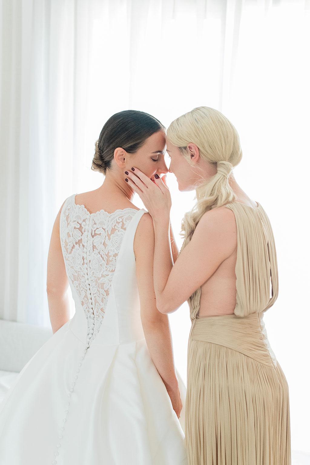 Φωτογράφος γάμου Χαλκιδική, προετοιμασία νύφης στο ξενοδοχείο