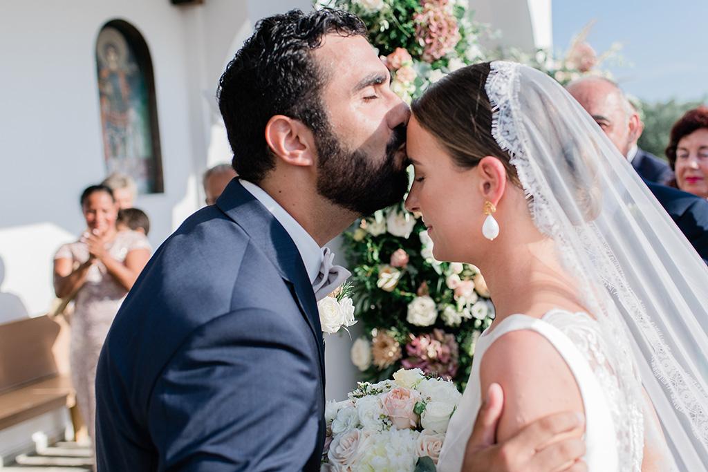 Φωτογράφος γάμου Χαλκιδική, the groom's first kiss
