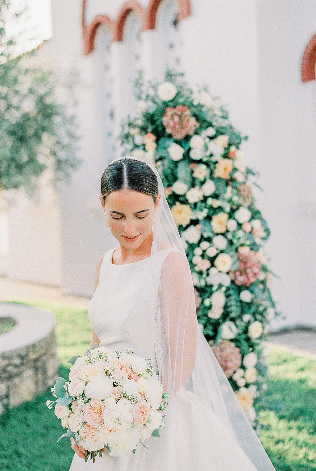 George Kostopoulos fine art wedding photography, film bridal post cermonial portrait in chalkidiki, Φωτογράφος γάμου Χαλκιδική, πορτραίτο νύφης με το νυφικό της μπουκέτο, λήψη με φιλμ,
