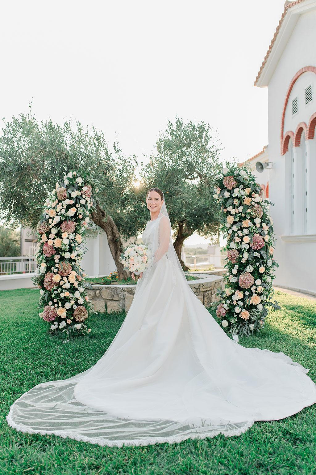 Φωτογράφος γάμου Χαλκιδική, elegant bridal portrait