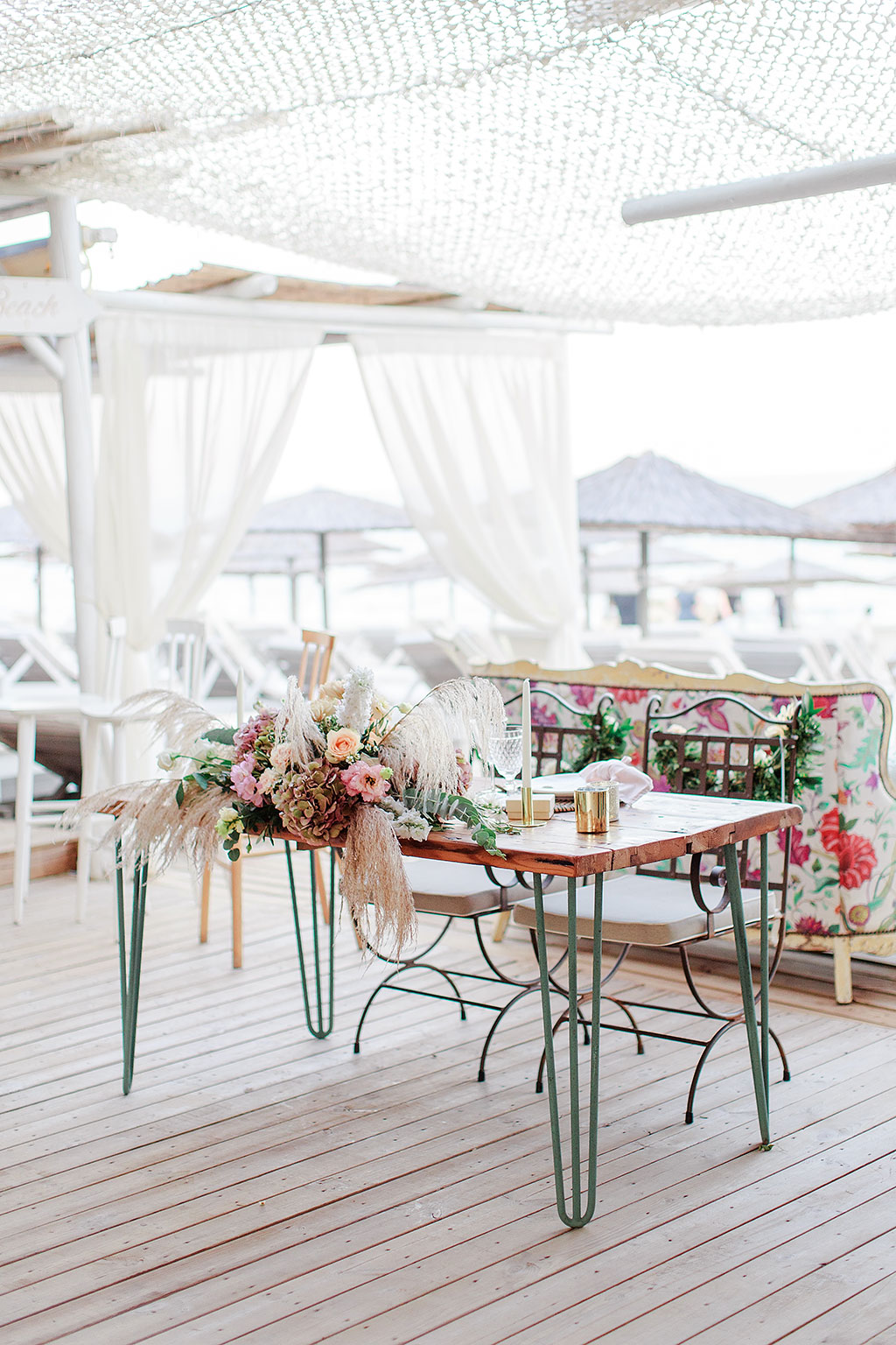 the couple's wedding table at reception, νυφικό τραπέζι στην γαμήλια δεξίωση