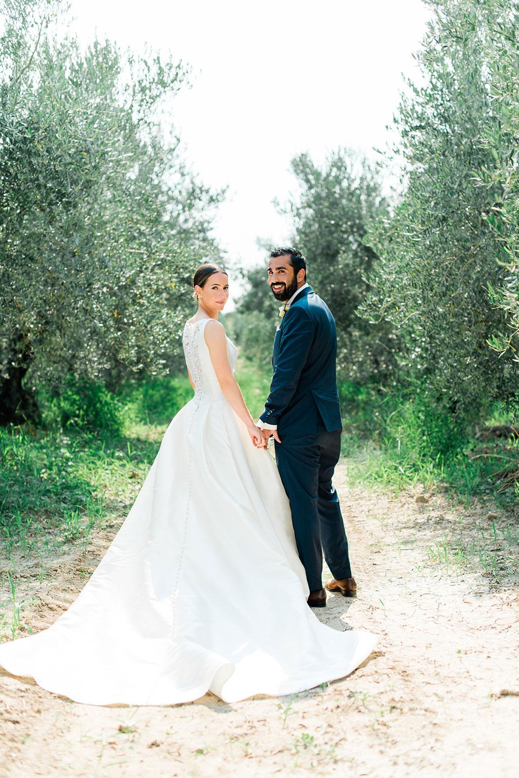 Φωτογράφος γάμου Χαλκιδική, next day φωτογράφιση ζευγαριού σε ελαιώνες