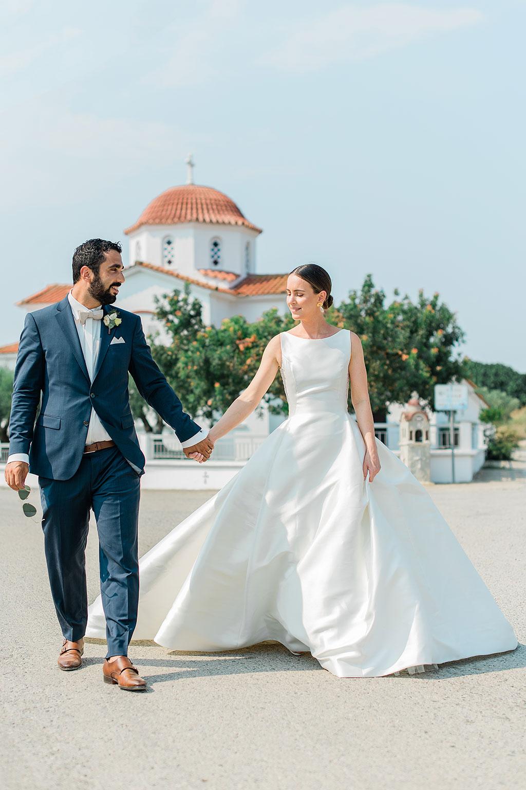 groom with bride walk outside of the church, Φωτογράφος γάμου Χαλκιδική