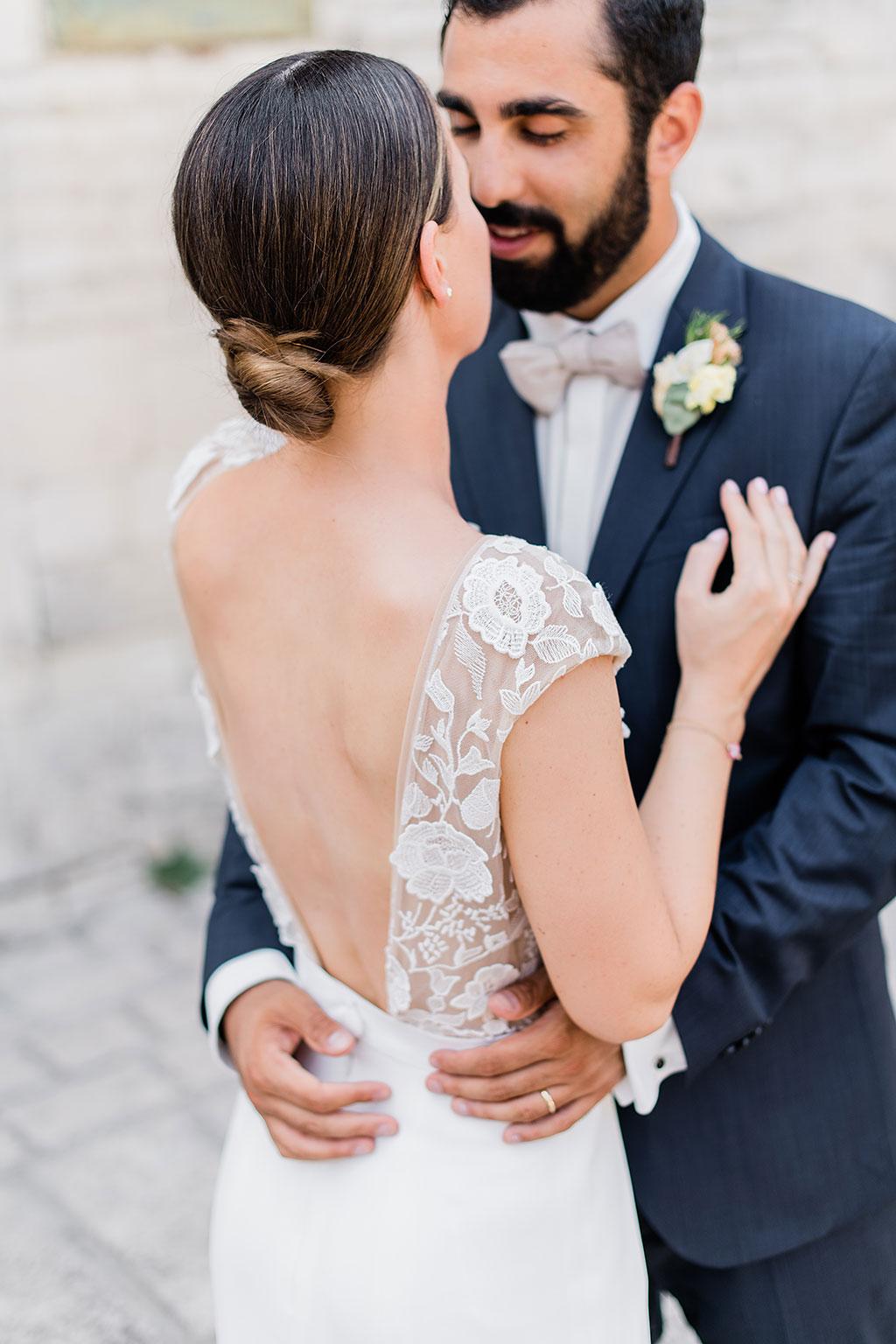 Beautiful wedding dress with floral lace, Φωτογράφος γάμου Χαλκιδική