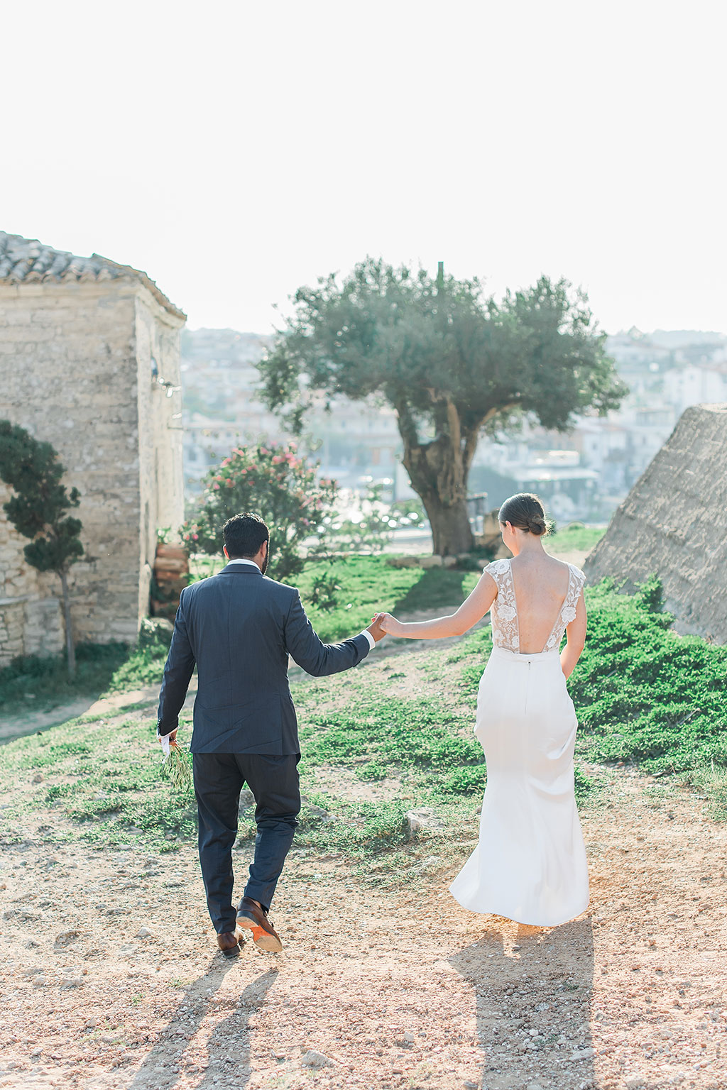 Bride and groom walking to take a pose, γαμήλια φωτογραφία στην Χαλκιδική